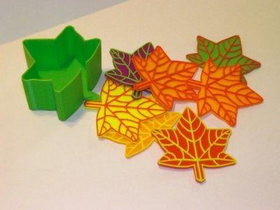 Herbstliche Untersetzer in Blattform aus dem 3D-Drucker
