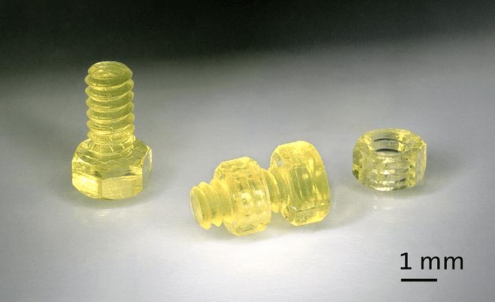 """3D-Druckverfahren """"Zweiphotonenpolymerisation"""" (2PP) von Nanoscribe ermöglicht die Fertigung hochpräziser Mikrobauteile in Serienproduktion"""
