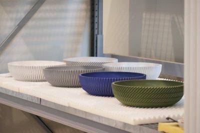Verschiedenfarbige 3D-gedruckte Waschbecken von Sandhelden.