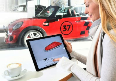 Das Fahrzeug wird am Tablet personalisiert