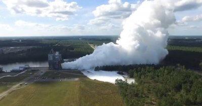 RS-25 Raketentriebwerk beim Test