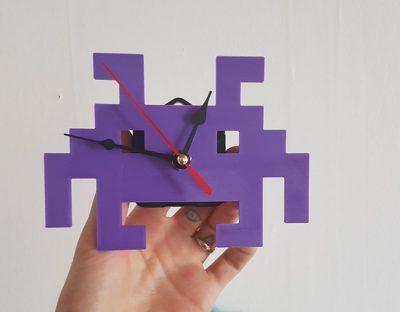 Space Invaders Uhr stellt Alien aus dem Spiel dar