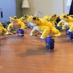 3d gedruckte gelbe Kröten