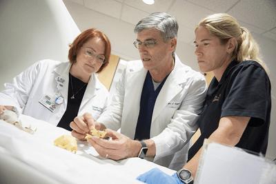 Ärzteteam von Kodiak mit dem 3D-Druck des Mundes