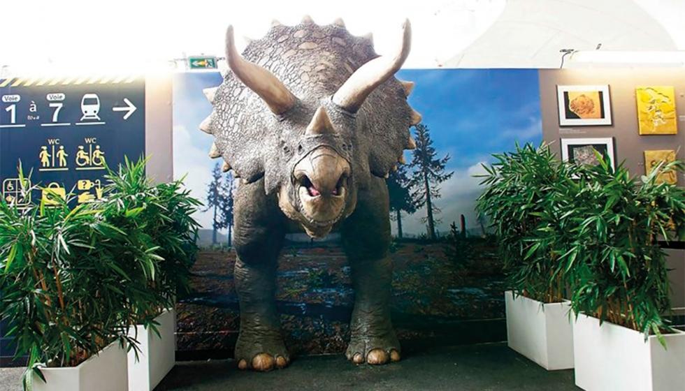 In Paris steht originalgetreue Replik eines Triceratops Dinosauriers aus dem 3D-Drucker