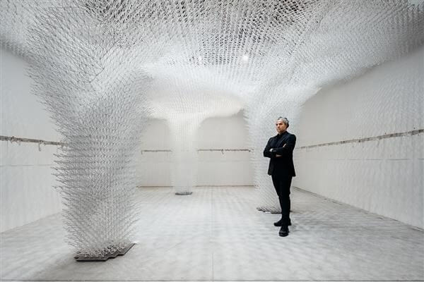 Bruno Juričić inmitten der Cloud Pergola