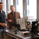 Jan Gospodaric und Andrei Pimenov im Labor der TU Wien