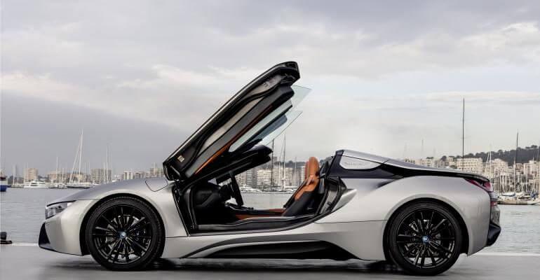 BMW i8 Roadster Ansicht von der Seite