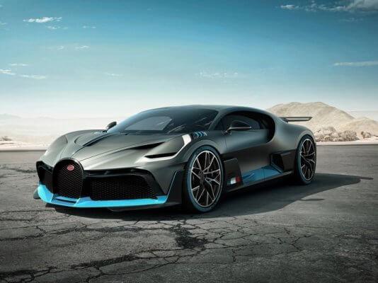 Bugatti Divo Ansicht von vorne seitlich