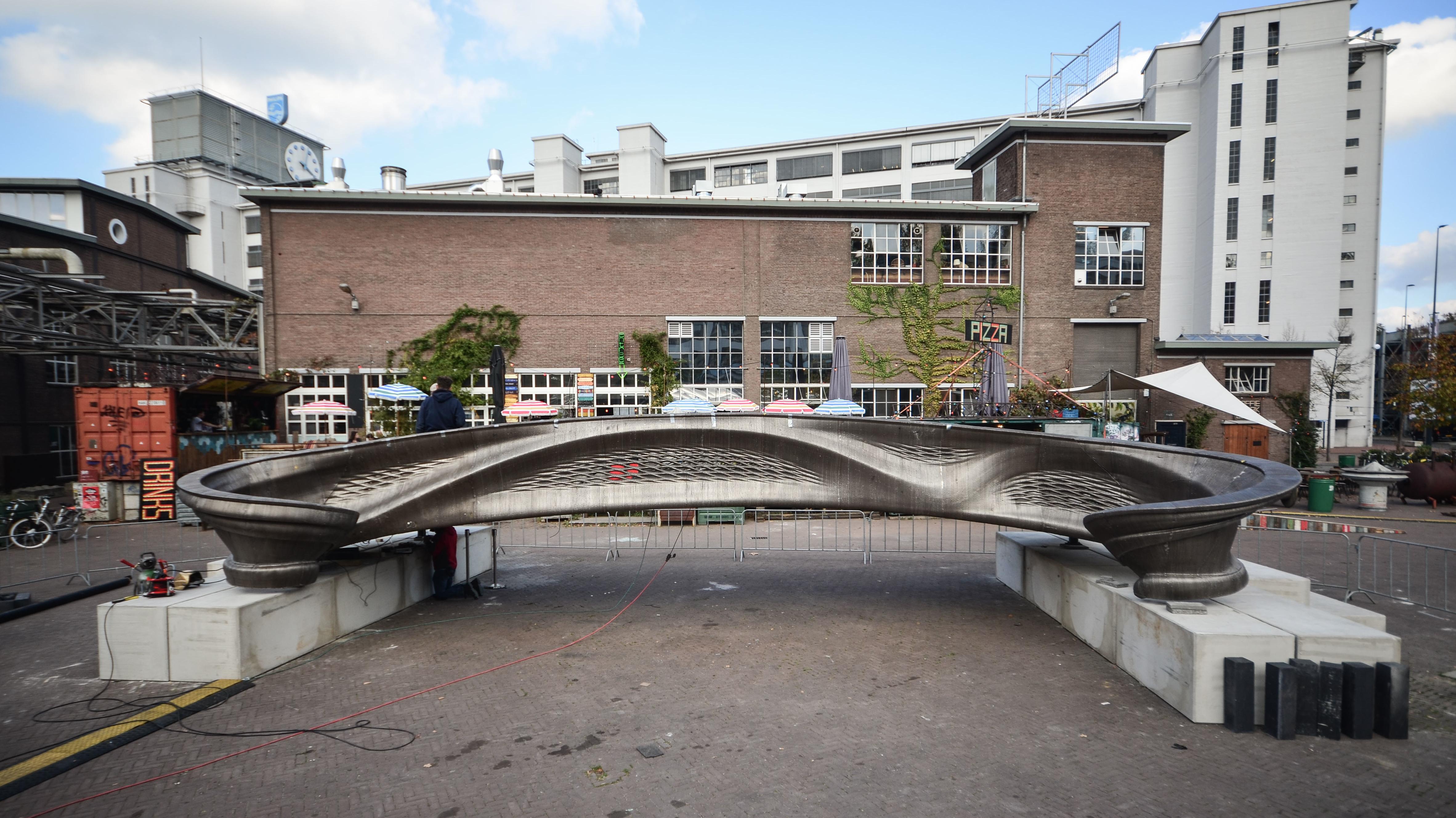 Ansicht der kompletten Brücke