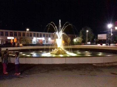 Ansicht Brunnen nachts