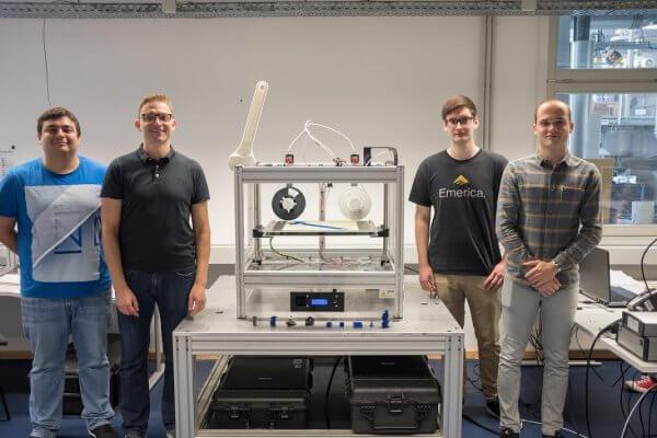 Projektteam und 3D-Drucker