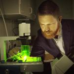 Robby Bowles vor dem 3D-Drucker