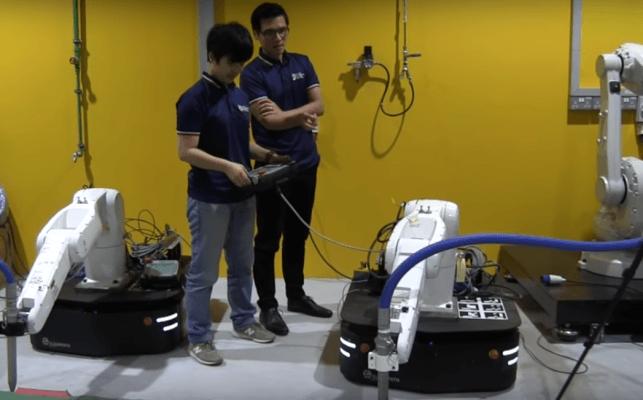Zwei mobile Roboter in der Nanyang Universität