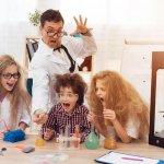 Familie mit 3D-Drucker