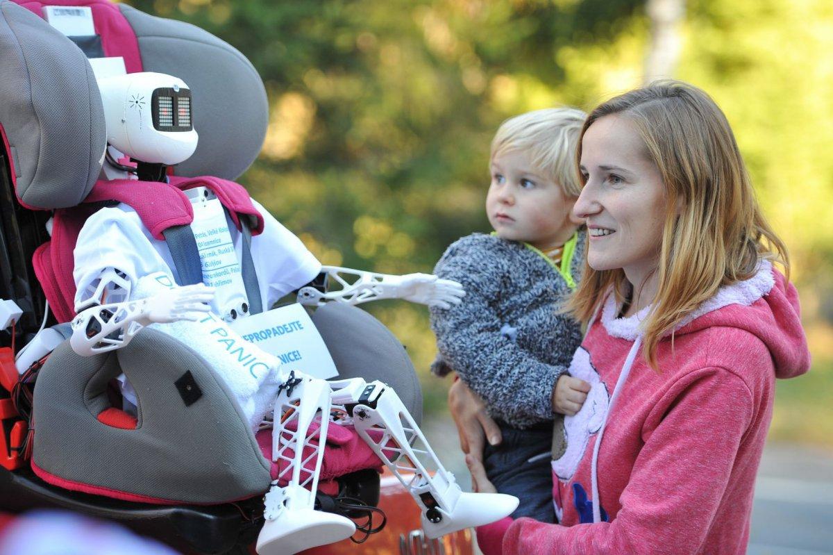 Robotermädchen Matylda aus dem 3D-Drucker reist selbstständig 300 km per Anhalter