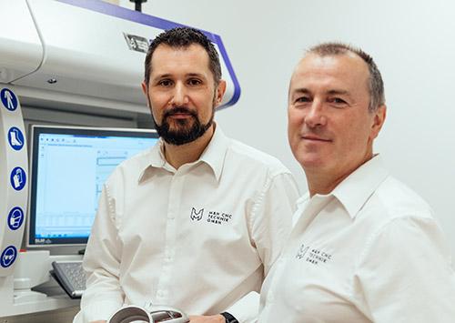 Patrick Herzig und Robert Mauerhofer von M&H CNC GmbH