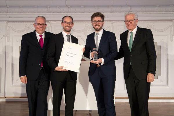 Nanoscribe Verantwortliche, der Ministerpräsident W. Kretschmann und Dr. A. Nawrath