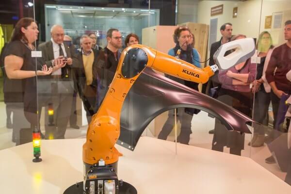3D-Scanner Eva von Artec 3D auf Roboterarm KUKA