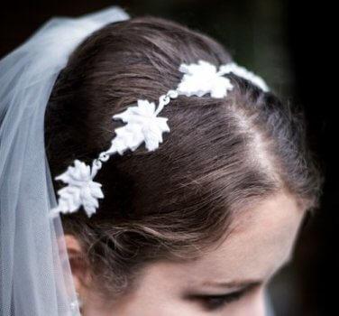 Selbst gemachter Kopfschmuck für die Braut