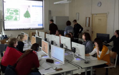 Lehrer lernen Umgang mit 3D-Drucker-Software