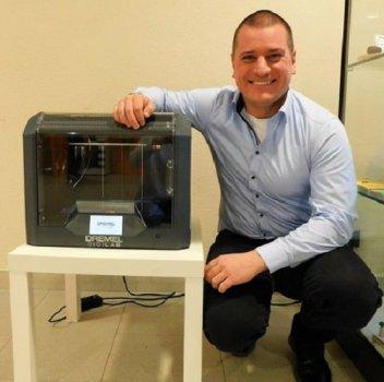 Dremel 3D-Drucker und Verantwortlicher der Schule