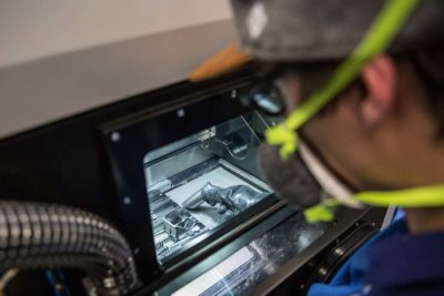 Fertigungskammer des 3D-Druckers bei Liebherr-Aerospace