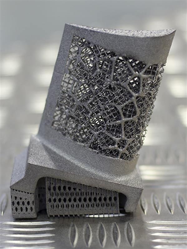 Gitterstrukturen von einem Metallobjekt aus dem 3D-Drucker