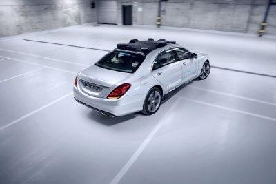 Das Co-Operative Car von Mercedes-Benz von hinten und oben.