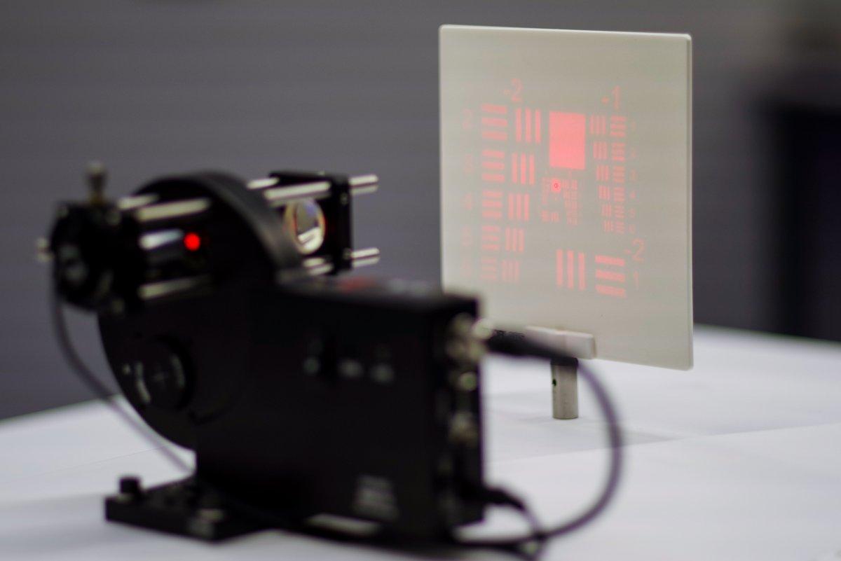 Diffraktive optische Elemente (DOE) lassen sich in Mikrostrukturen per 3D-Druck herstellen