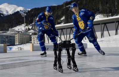 Skaterbot un zwei Eishockeyprofis