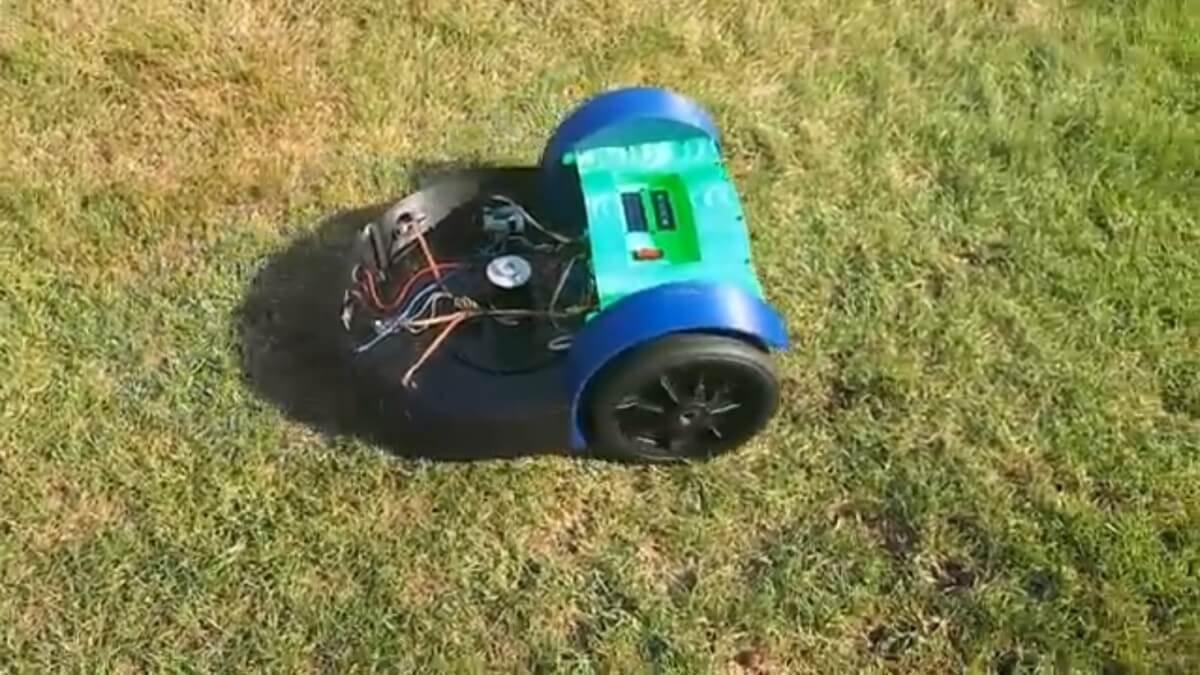 Deutscher Maschinenbauingenieur baut sich mit 3D-Drucker eigenen autonomen Roboter-Rasenmäher