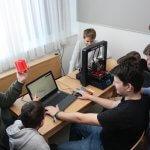 Schüler am 3D-Drucker