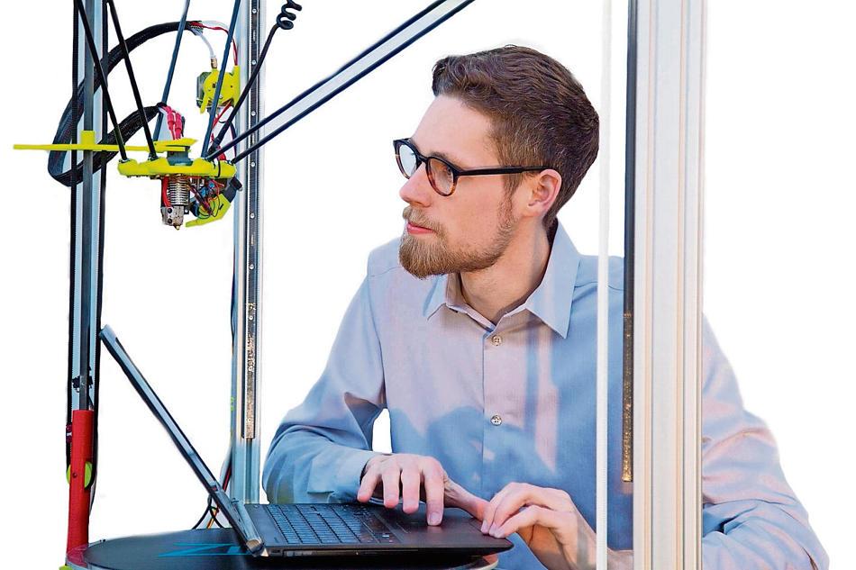 Student aus Coburg entwickelt neuartigen Multi-Material-3D-Drucker für fünf Materialien gleichzeitig