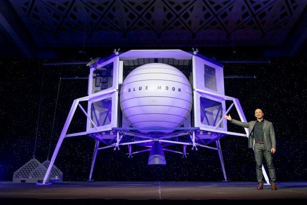 Jeff Bezos vor Blue Moon