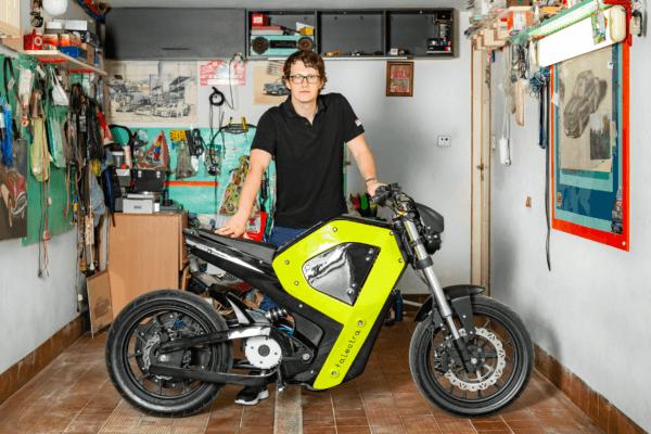 Motorrad und Designer