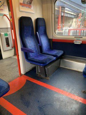 Armlehnen im Zug