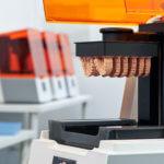 Formlabs 3B mit 3D-Druckobjekten