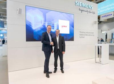 Von links nach rechts: Dr. Sven Hicken, Oerlikon, Head of Additive Manufacturing Business Unit & Dr. Karsten Heuser, Siemens, Vice President for Additive Manufacturing.