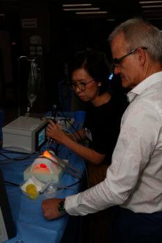 3D-gedrucktes Gesicht, Prof. Wormaid und Schülerin