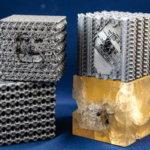 3D-gedruckte Würfel mit und ohne Tubulanen-Struktur