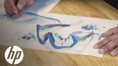 Brille auf Papier liegend