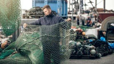 Mattsing mit altem Fischnetz