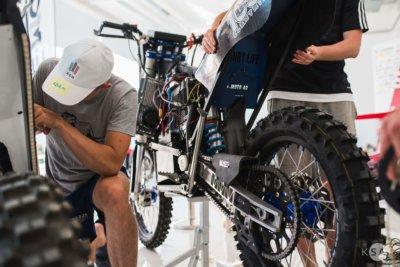 Elektrisches Motorrad mit Teilen aus dem 3D-Drucker