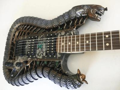 Xenomorph Gitarre von ODD Guitar
