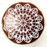 Kuchen mit 3D-gedrucktem Abbild der Notre-Dame-Rose