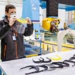 3D-gedruckte Rahmen und Mitarbeiter von Airbus