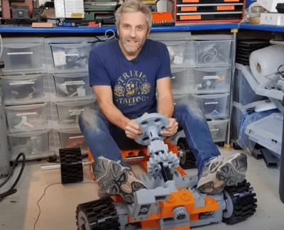 Denton mit fertigem LEGO Go-Kart