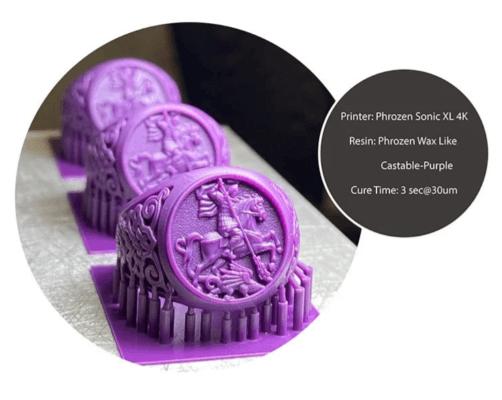 3D-Druckbeispiele in violetter Farbe