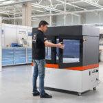 Mann vor BigRep 3D-Drucker